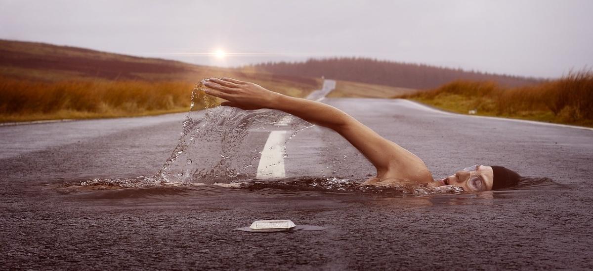 Plávanie ako doplnkový šport počas zimy