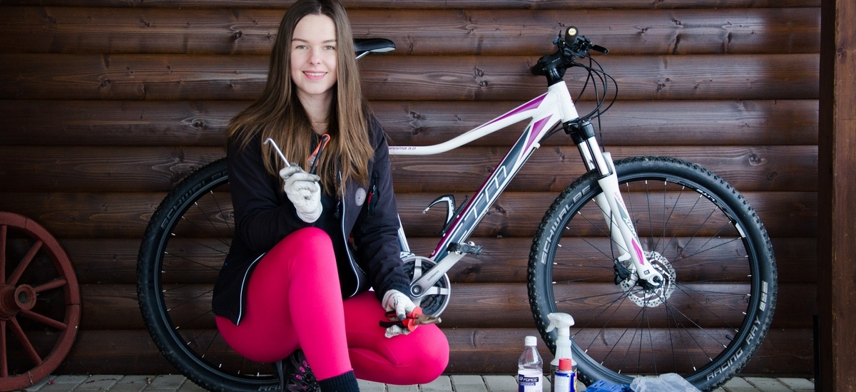 Príprava bicykla na sezónu - toto zvládne aj mladá bikerka