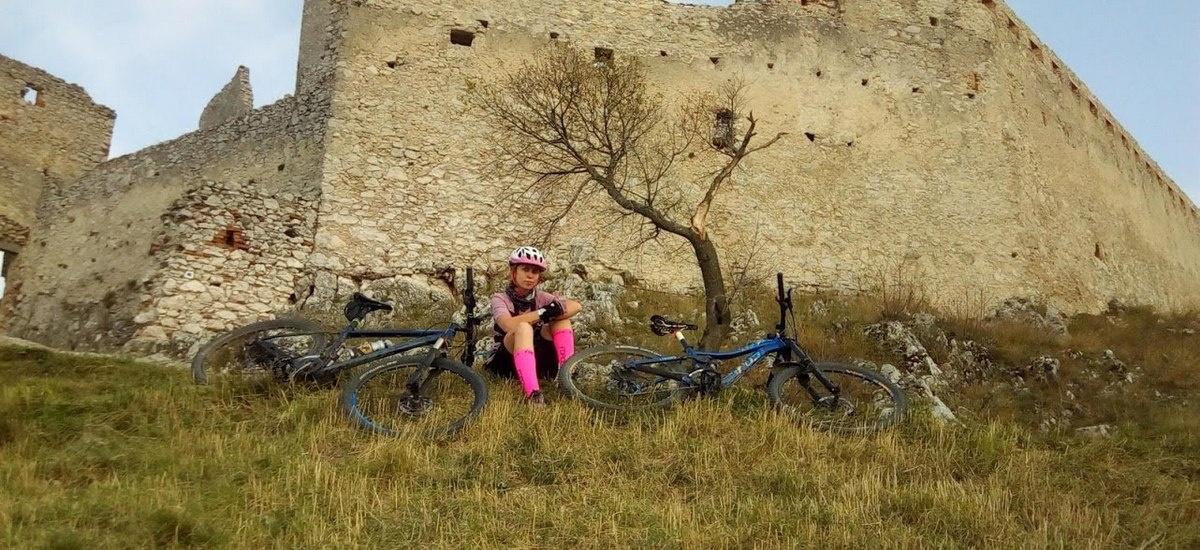 Tip na výlet: Od zámku k hradu aneb ako som sa vytrápila v Malých Karpatoch
