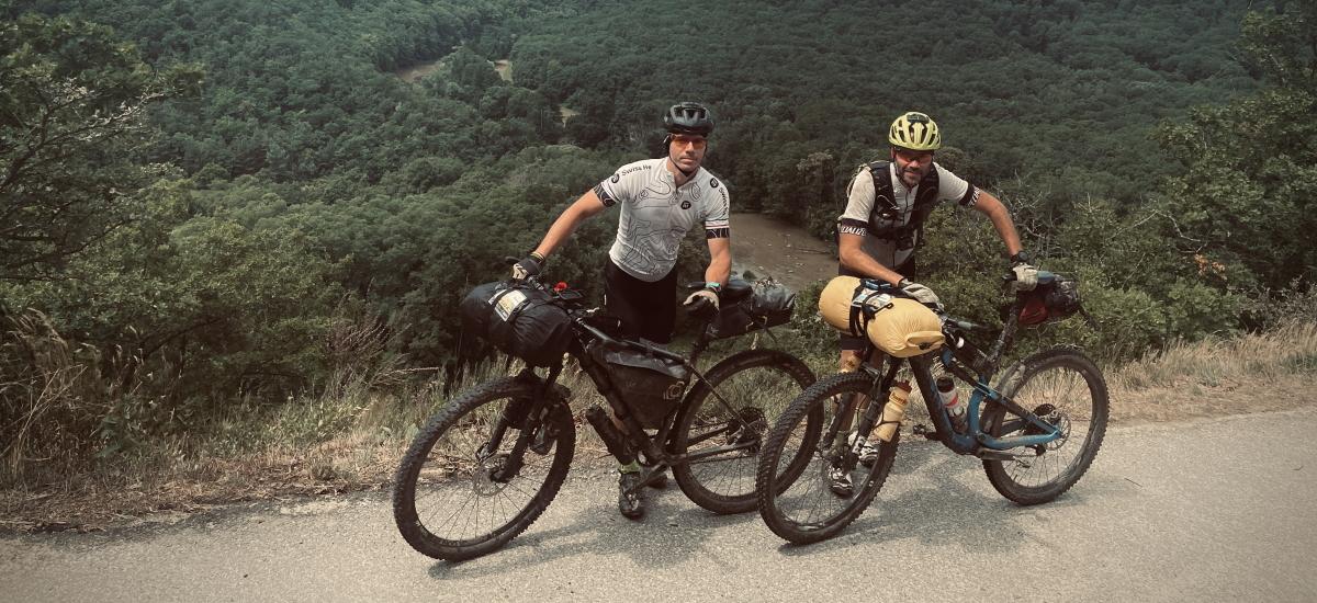 Členky mám na kašu, ale pokračujem. Robo zdolal 1000 míľ na bicykli.