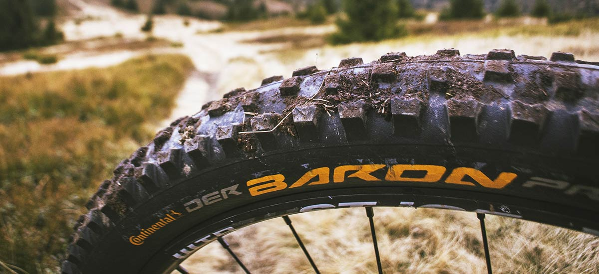 Test: Continental Der Baron Projekt a Mountain King – pikantné all-mountain plášte z Nemecka