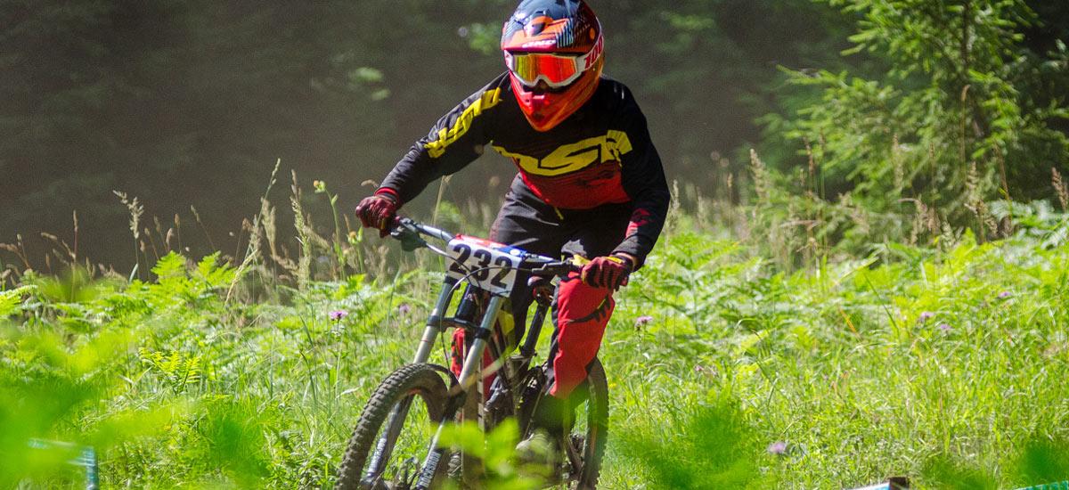 Fotogaléria: 4. kolo SpDH + Majstrovstvá SR v downhille - Rock Machine Bikepark Malinô Brdo