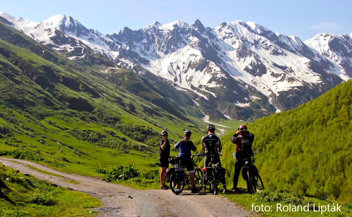 Bicyklujte divokým Gruzínskom