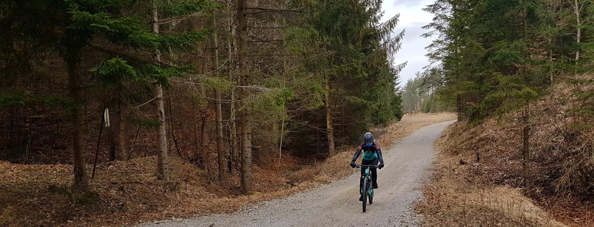 Nepodceňujete oblečenie pri jarných kilometroch - ľahká a vzdušná ochrana