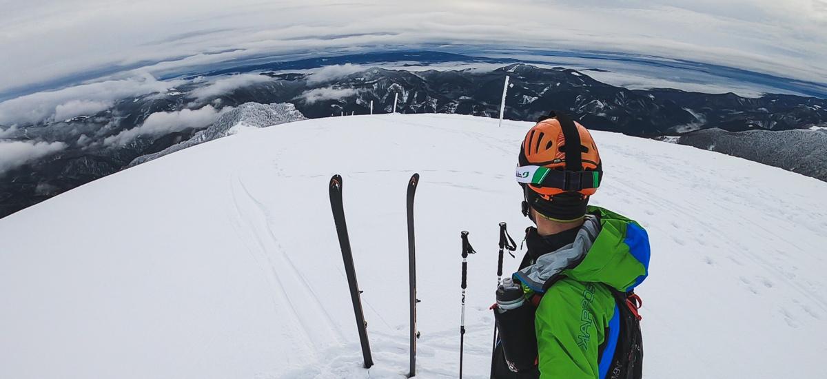 Krížna na lyžiach – spoznajte 2 strany nádherného vrcholu vo Veľkej Fatre