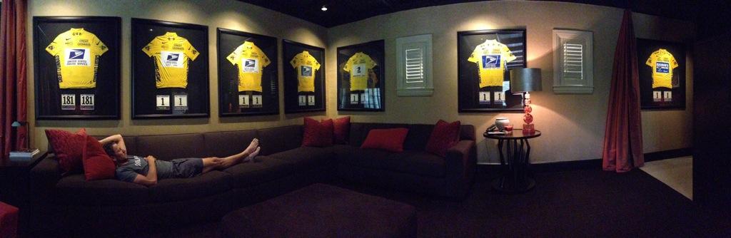Armstrong zverejnil provokatívnu fotografiu