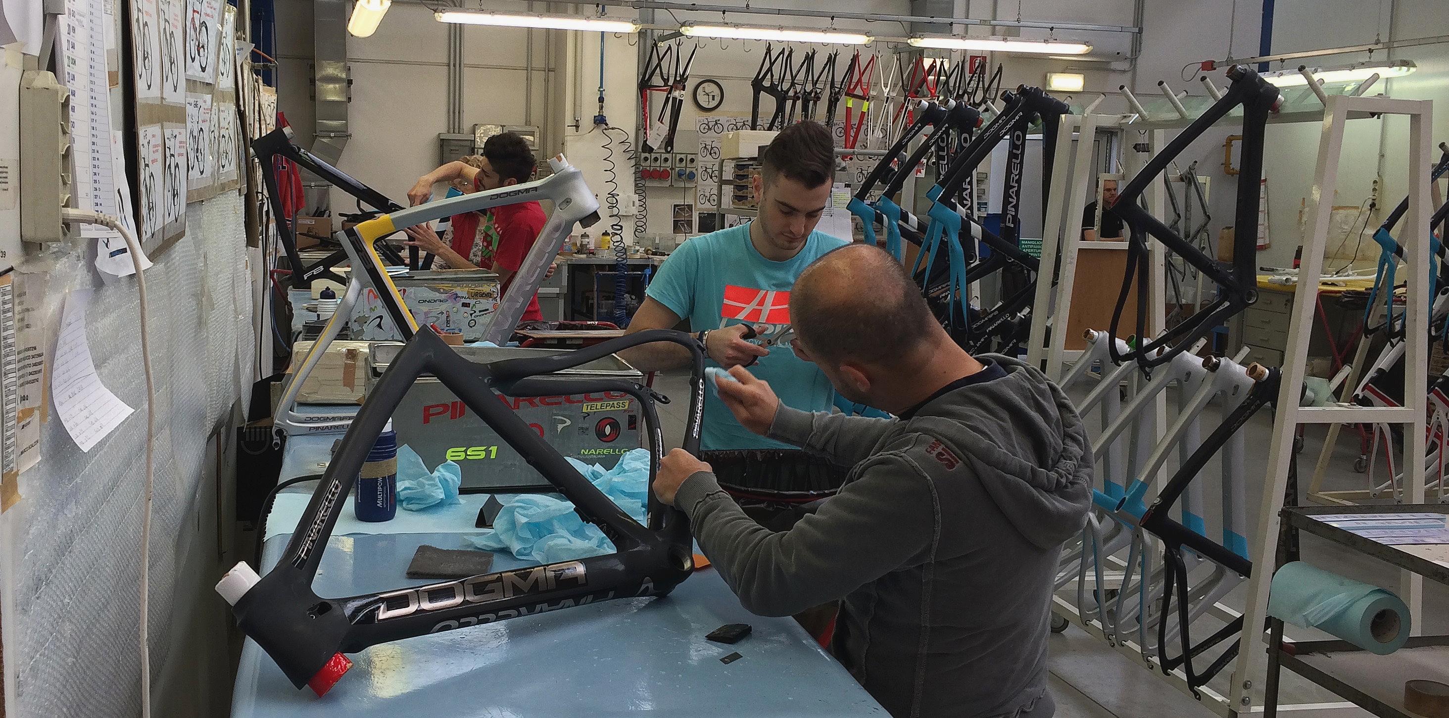 Návšteva Pinarello - dokonca striekajú bicykle priamo v Taliansku