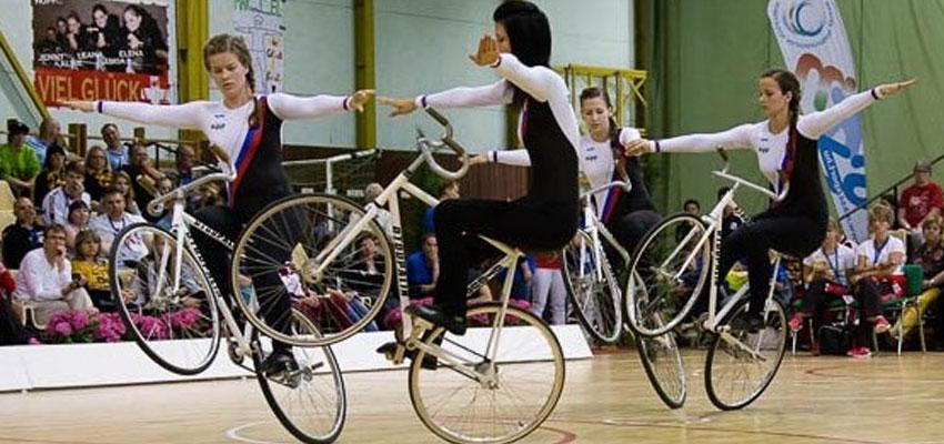Úspechy členov Športového klubu cyklistiky Kolárovo a slovenskej reprezentácie na Majstrovstvách Európy juniorov v sálovej cyklistike