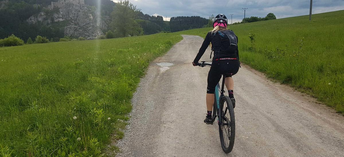 Špecifické dámske modely bez kompromisov – cestná cyklistika aj MTB