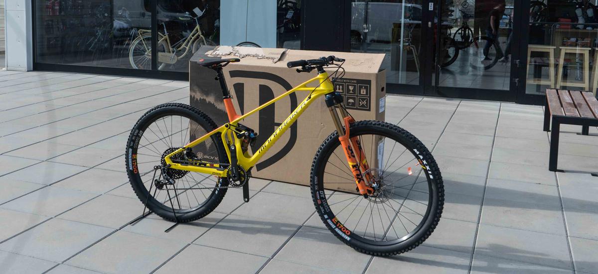 """Unboxing: Mondraker Foxy Carbon XR 29"""" – skutočný enduro krásavec"""