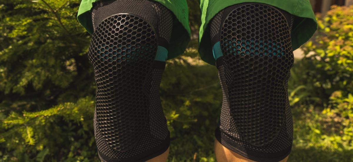 Test: Chrániče Amplifi MKX Knee - praktické a spratné
