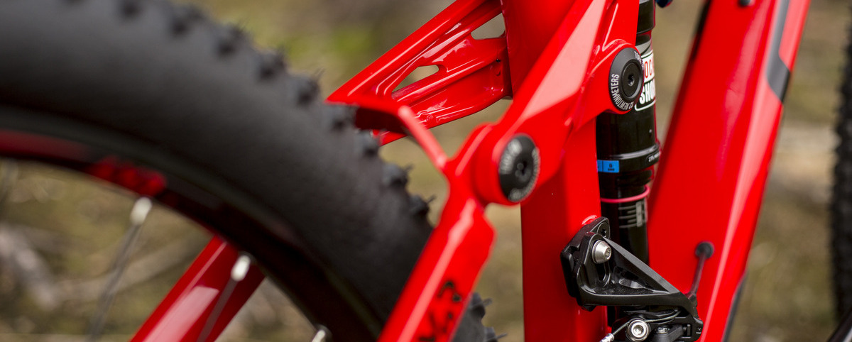 Celoodpružené AM/trail biky s cenou 4 000 € a viac – pôžitok z jazdy terénom